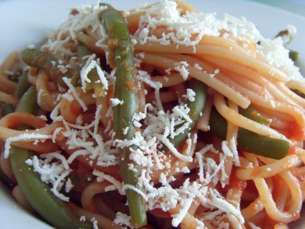 Spaghetti with green beans finished dish